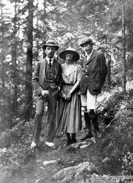 Rainer Maria Rilke avec la peintre Baladine Klossowska and her fils Balthus, 1922